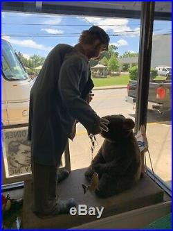 RARE VINTAGE Store Window Display Anamatronic Hobo and Bear Electric Working